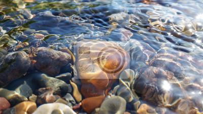 Obraz Krystalicznie czysta woda z niewielką potoku w Ałtaju stepowy w Chagan-Ouzun miejscu