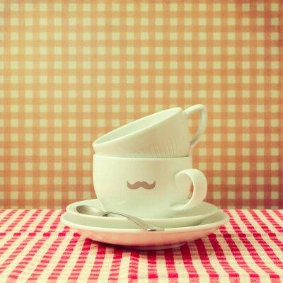 Obraz Kubki do kawy z hipster wąsem na sprawdzonej obrus