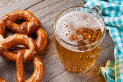 Obraz Kufel piwa i precel