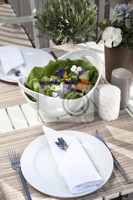 Obraz Kwiat Sałatka na słonecznym tarasie stół