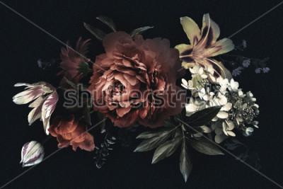 Obraz Kwiecista rocznik karta z kwiatami. Piwonie, tulipany, lilia, Hortensja na czarnym tle. Szablon do projektowania zaproszenia ślubne, życzenia na wakacje, wizytówki, opakowania do dekoracji
