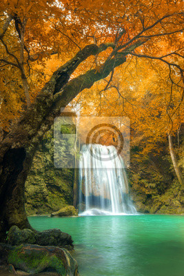 Las Wodospad w Erawan wodospadem Narodowy, Kanchanaburi, Thai