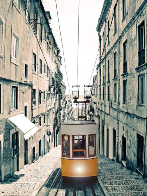 Obraz Lizbona - velho elevador amarelo