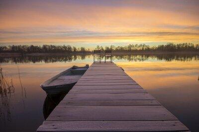 Obraz łódka zacumowana zimą nie drewnianego pomostu