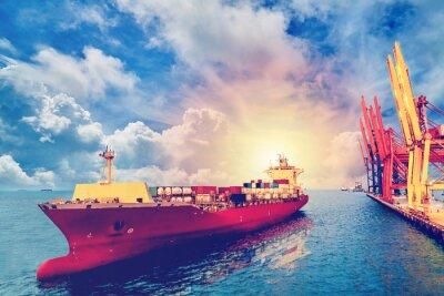 Obraz Logistyka i transport międzynarodowego kontenerowego ładunku statku z portem dźwigu most w porcie dla logistycznego importa eksporta tła i transportu przemysłu Rocznika koloru.