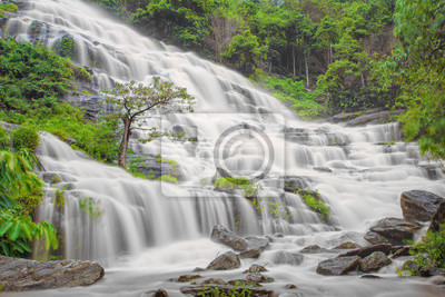 Mae Ya wodospad w park narodowy Doi Inthanon, Chiang Mai, tajski