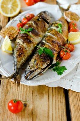 Obraz Makrela pieczona z cytryny, czosnkiem i pomidorami