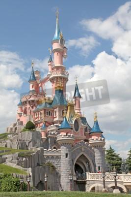 Obraz Marne-la-Vallée, FRANCJA - 1 lipca 2011 - The Sleeping Beauty zamku w Disneyland Resort Paris.