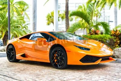 Obraz Miami, Floryda, USA, 19 lutego 2016: Supercar Lamborghini Aventador pomarańczowy kolor zaparkowane obok Ocean Drive w South Bech w Miami na Florydzie. Lamborghini słynie drogie samochodowe samochód ma
