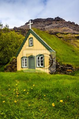 Mit Gras bewachsene Kirche w Wyspa