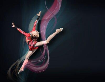 Obraz Młoda kobieta w kolorze gimnastyczka stwarzających