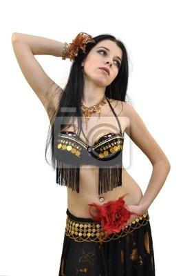 Młoda piękna bellydancer w czarnym stroju z kwiatami