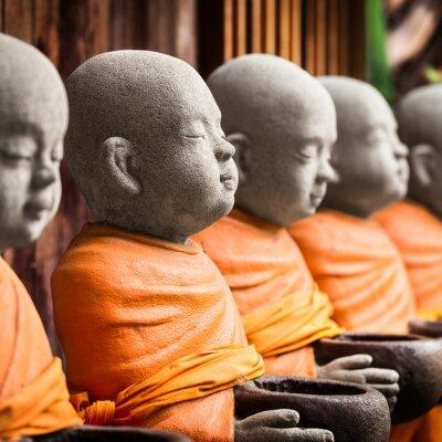 Obraz Monk posąg trzyma miskę
