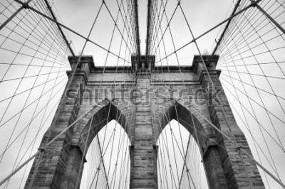 Obraz Most Brookliński w Nowym Jorku zbliżenie architektoniczne w ponadczasowej czerni i bieli