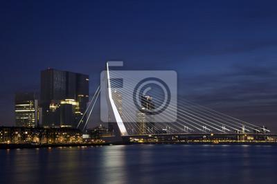 Most Erazma w Rotterdamie nad rzeką Nieuve-Maas