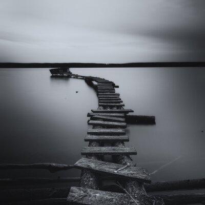 Obraz Most na jeziorze czarno-biały