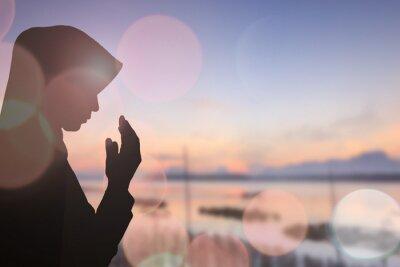 Obraz Muzułmanin modlić Kobieta i Piękne tła ..