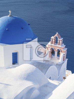 niebieski top i dzwonnica na Santorini