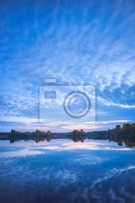 niebieski wieczór nad jeziorem na Ukrainie