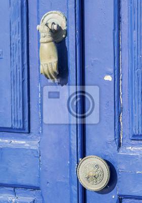 obsługiwać i niebieskie drzwi