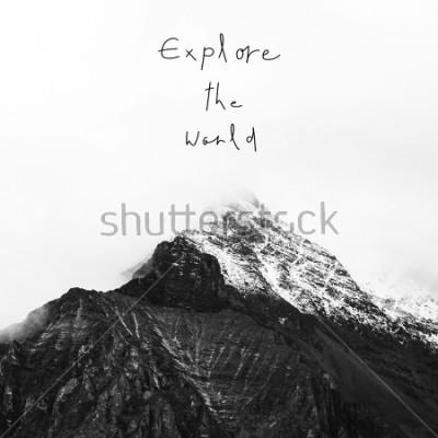 Obraz Odkrywać świat. Inspirująca wycena na śnieżnej górze w Yading krajowej rezerwie, Daocheng okręg administracyjny, prowincja sichuan, Chiny.