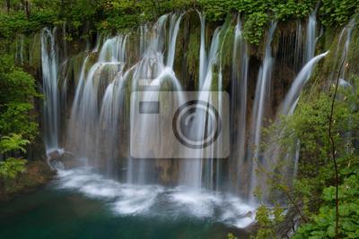 ogromny wodospad w Jeziora Plitwickie
