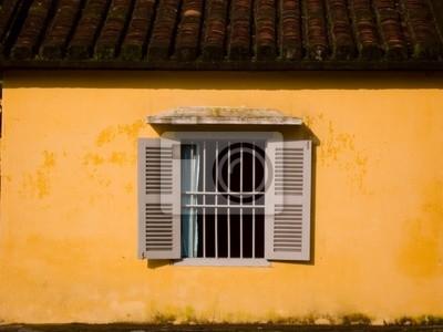 okiennicami okna w mur