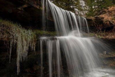 Olgebay Falls w chłodne rano - Park Oglebay w Wheeling, Wirginia Zachodnia