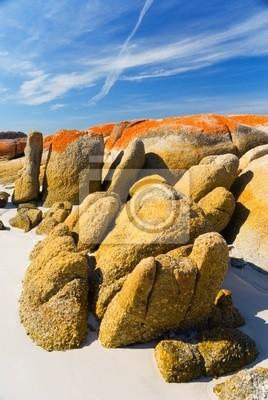 Oszałamiająca granitowych głazów na plaży