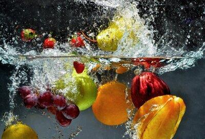 Obraz Owoce i warzywa w wodzie powitalny