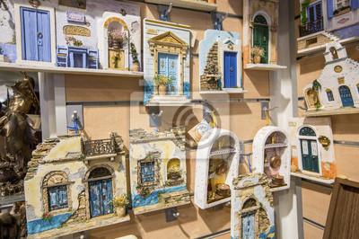 pamiątki w sklepie z pamiątkami na Santorini