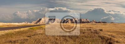 Obraz Panorama badlands park narodowy z vista zakres górskich z du? Ych chmur w tle
