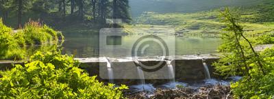 panorama jeziora i cztery przepływy w Alpach