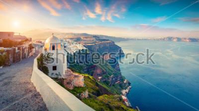 Obraz Panorama Pogodna. Santorini wyspa. Malowniczy wiosna wschód słońca na sławnym Grecki kurorcie Thira, Grecja, Europa. Podróże koncepcja tło. Styl artystyczny po przetworzeniu zdjęcia.