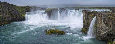 Obraz Panorama wodospadu z chmury w Islandii