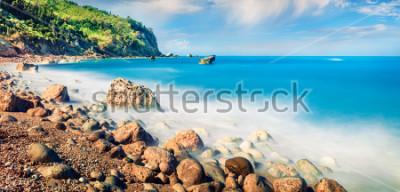 Obraz Panoramiczny wiosenny widok na plażę Avali. Niewiarygodny poranny krajobraz Morza Jońskiego. Ekscytująca plenerowa scena Lefkada wyspa, Grecja, Europe. Piękno natury pojęcia tło.