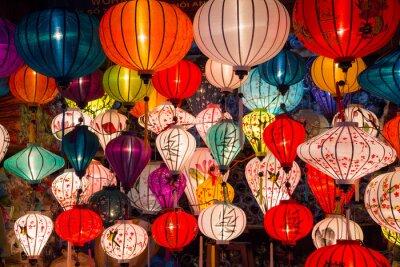 Obraz papierowe latarnie na ulicach starego miasta Azji