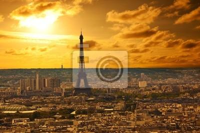 Paris skyline o zachodzie słońca. Powierzchnia wieży Eiffla