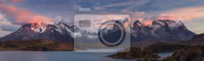 Obraz Park Narodowy Torres del Paine. Scenic panorama landscape: mountains, lodowce, jezior i rzek w południowej Patagonii, Chile.