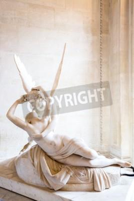 Obraz Paryż - 23 czerwca: Cupid pomnik w dniu 23 czerwca 2014 roku Paryż. Antonio Canova w posąg Psyche budzona przez pocałunek Kupidyna, pierwsze zlecenie w 1787 roku, jest przykładem neoklasycystycznym na