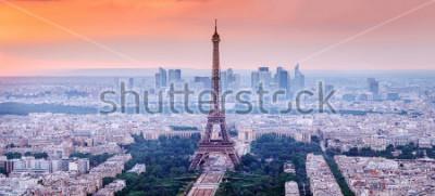 Obraz Paryż, Francja. Panoramiczny widok na panoramę Paryża z wieżą Eiffla w centrum. Niesamowita zmierzch sceneria z dramatycznym niebem.