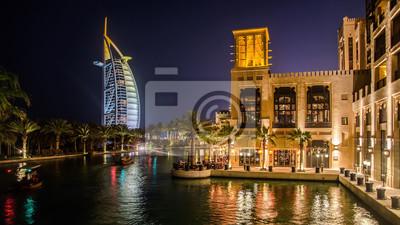 Obraz Pejzaż z plażą Jumeirah z hotelu Burj El Arab. Dubaj, Zjednoczone Emiraty Arabskie