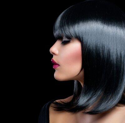 Obraz Piękna dziewczyna brunetka. Kobieta Beauty z krótkim czarne włosy