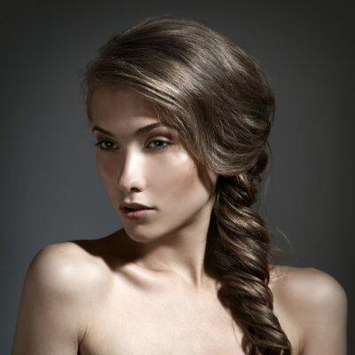 Obraz Piękna kobieta, portret. Długie brązowe włosy
