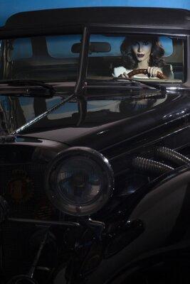 Obraz piękna kobieta w bogactwie samochodu