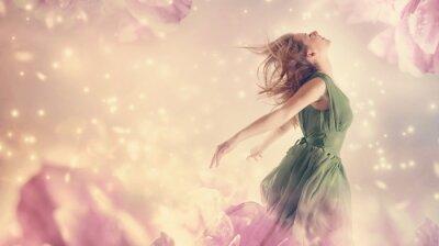 Obraz Piękna kobieta w różowy kwiat piwonii fantazji