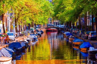 Obraz Piękne kanał w starej części miasta Amsterdam, Holandia, w prowincji Holandia Północna.