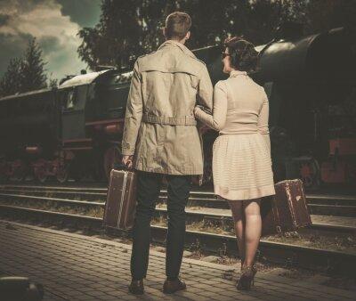 Obraz Piękne zabytkowe para styl z walizkami