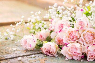 Obraz Piękny bukiet róż na tamtejsze drewna