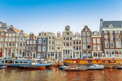 Obraz Piękny widok z amsterdamskich kanałów z mostu i typowy holenderski